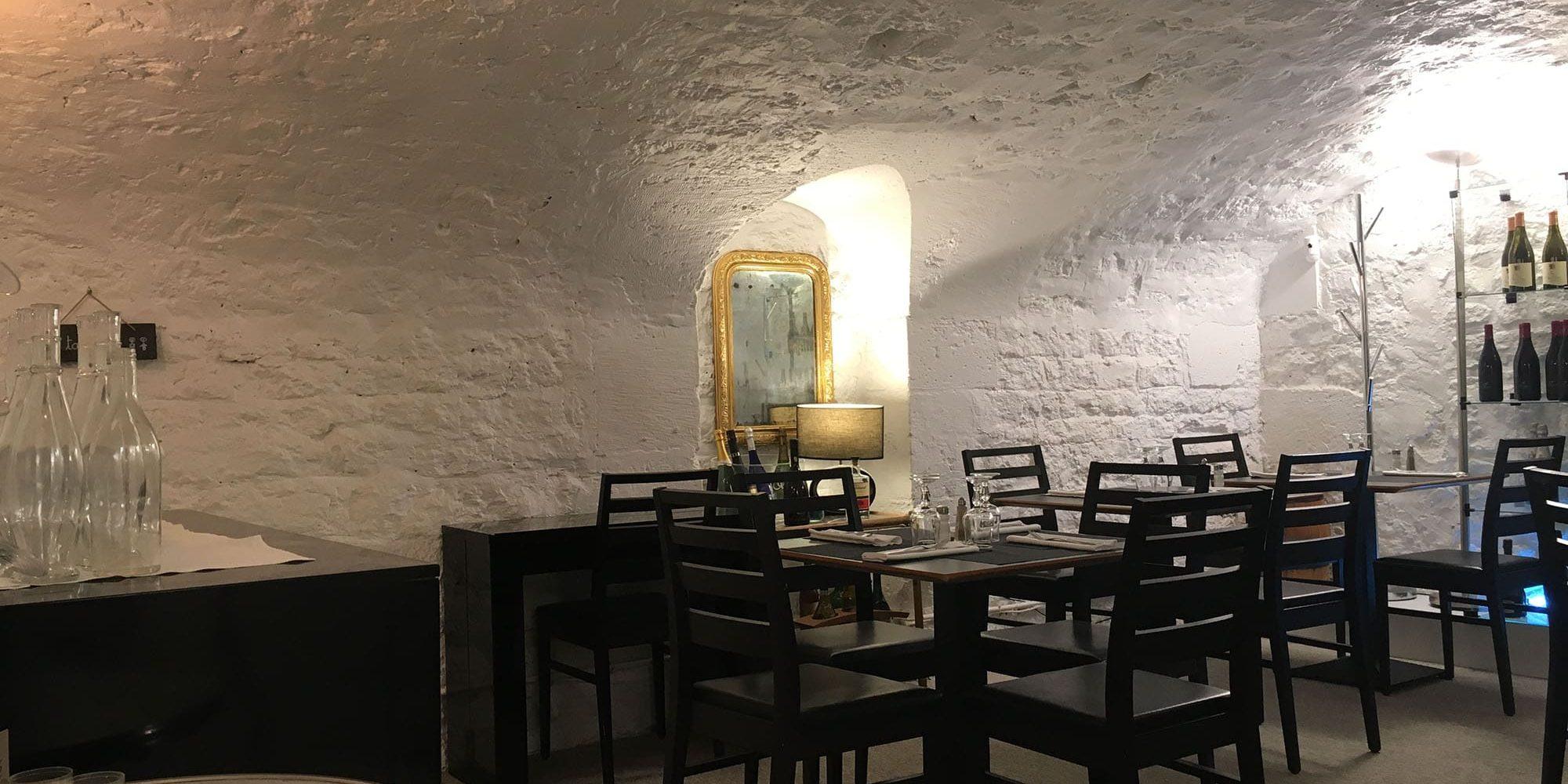 Salle sous sol restaurant boutique des vins Paris