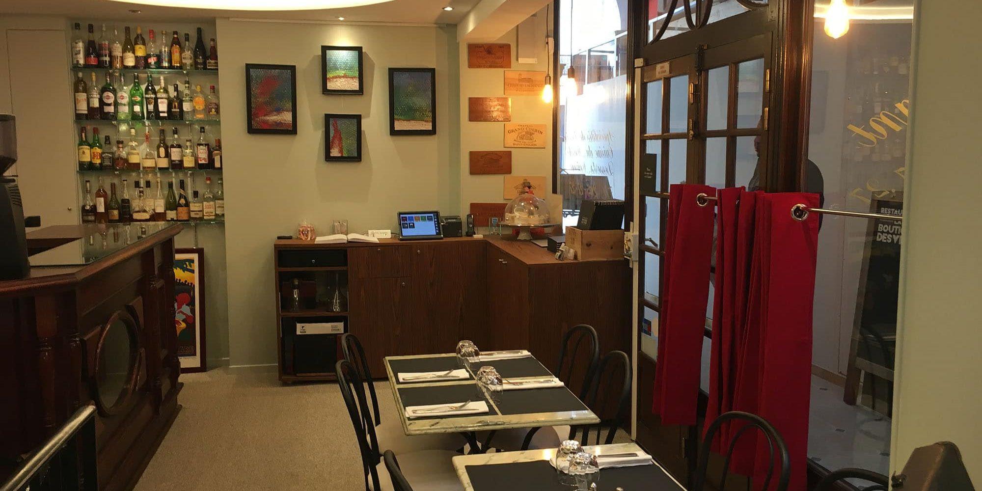 Salle principale restaurant boutique des vins Paris